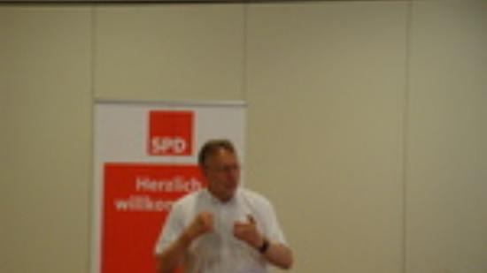 Bernd Lange diskutiert mit Bürgerinnen und Bürgern